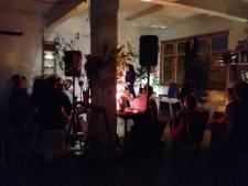 Recitando en la Karpintería (Bilbao). Foto de Gaizka U. Loroño